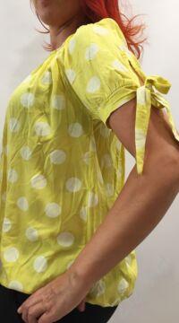 rövid ujjú, bő, blúz, megkötős, viszkóz, felső, sárga, fehér, pöttyös, mintás, vidám, bohém, laza, női, divat, trend