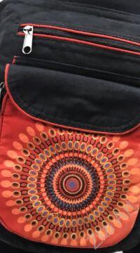 övtáska, egyedi, pamut, textil, táska, mandala, mintás, színes, piros, fekete, kiegészítő, trend. női, férfi divat