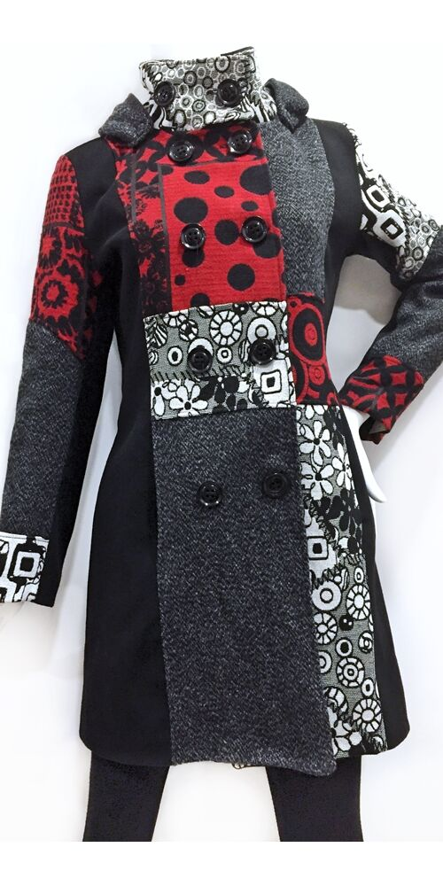 női, kabát, piros, fekete, szürke, piros, állónyakú, patcwork, mintás, kör, pötty, színes, meleg, közép hosszú, hosszított, kabát, bélelt, tél, ősz, elegáns, egyedi, cipzár, Olasz, egzotikus, bohém