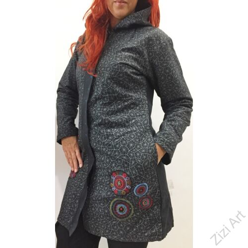 piros, kék, fekete, pókháló mintás, színes, meleg, közép hosszú, hosszított, hímzett, mandalás, kabát, polár, bélelt, tél, ősz, elegáns, egyedi, cipzár, Nepál, kapucni, rátét, egzotikus